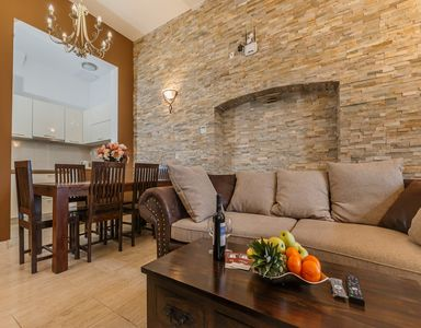 """Photo for Beachfront - Deluxe Apartment """"E"""" on groundfloor with sea view"""