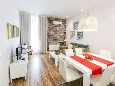 Photo for Gran Via 2 apartment in Gran Via with WiFi, air conditioning, balcony & lift.