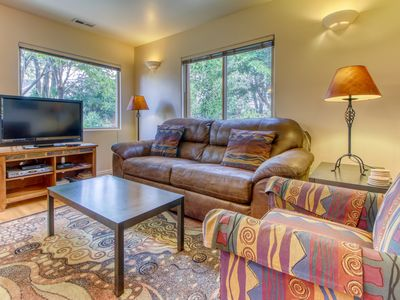 Photo for Golf-course-front condo on fairway w/ shared seasonal pool - close to parks!