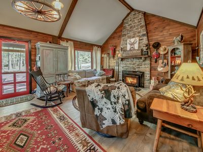 Photo for 4 bedroom, 2 bath rustic cabin right in the HEART of Split Rock.