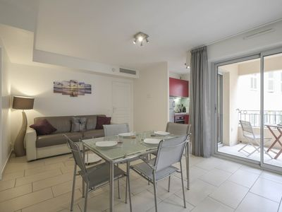 Photo for Pleasant 2 rooms located close to the Palais des Festivals.