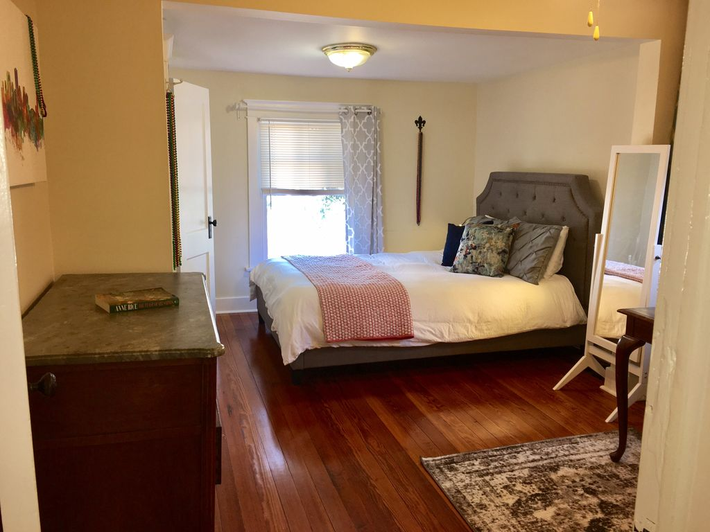 Spacious 1 Bedroom Apartment 2 Blocks From St Charles Avenue New Orleans Louisiana