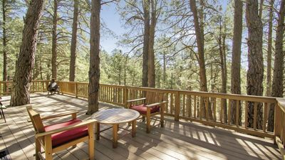 Photo for Cozy 3 bedrm, 1.5 bath cabin. Overlooks a forested canyon. 10 min to Flagstaff.