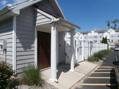 SPACIOUS TOWNHOME DOWNTOWN REHOBOTH 5BR SLEEPS 13 W/ COMM POOL