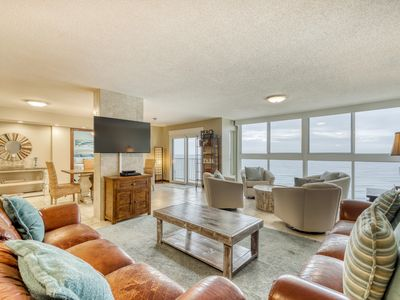 Photo for Penthouse condo w/ panoramic views & shared outdoor pool/sundeck!