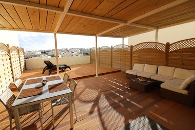 Relax on this stunning roof terrace
