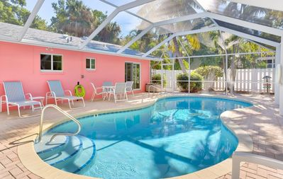 Photo for Escape your worries in this Captiva Island beach bungalow.  2 min walk to the beach !
