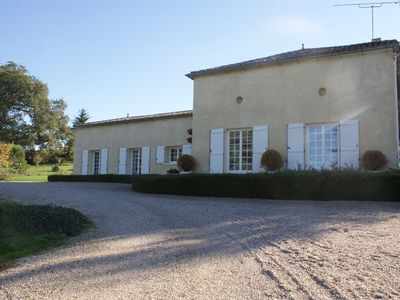 Photo for Renovated farmhouse in the heart of the Bordeaux vineyards