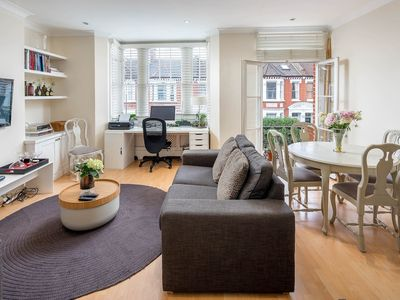 Photo for Homely 2bed in Shepherd's Bush - next to Westfield