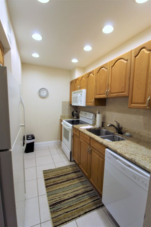 Madeira Beach Yacht Club 169A ALL NEW 2018!! Beautiful Updated Unit! WIFI Free Parking 1 Bedroom 1 Bath Pool/Hot Tub