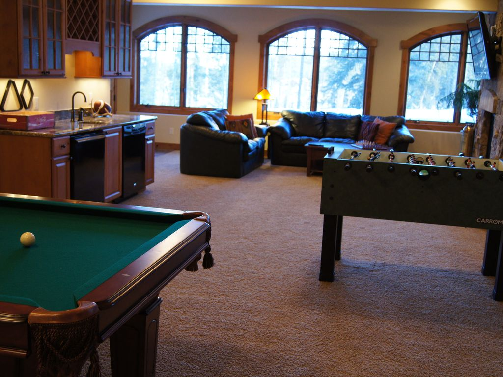 Gold run lodge 5 bedroom 5 254 sq ft luxurious ski for 10 x 11 room square feet