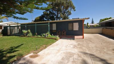 Photo for HIDDEN GEM - Large family home, close to all amenities