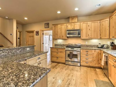 Photo for Spacious and Luxurious 4 bd 3 ba close to North Star, Squaw and Truckee downtown