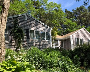 Spacious 2BD Cottage--Pamet River Views, A/C, Deck, Close to Corn Hill Beach