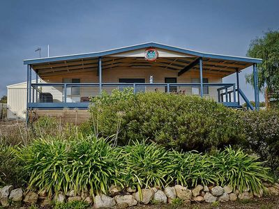 Photo for Mariner's View has sweeping views of the bay and is a great, affordable accommodation option in Coff