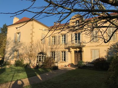 Photo for Beautiful Maison de Maitre with large garden and private pool