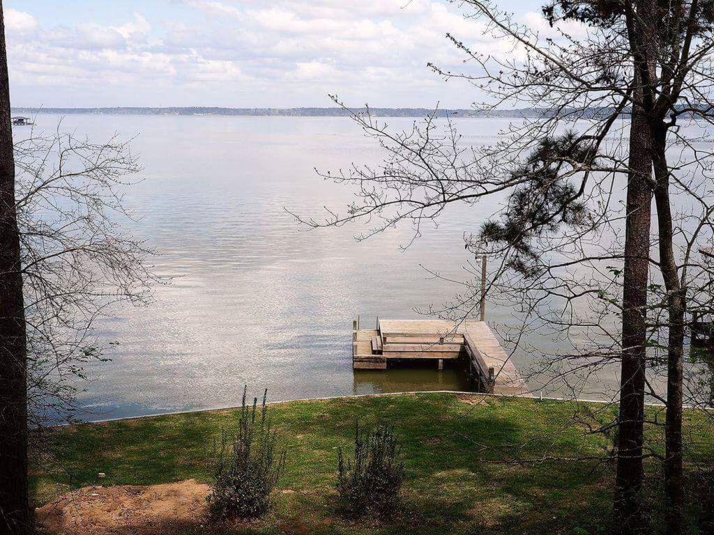 Lake House Escape On Lake Livingston/ Lake Front Home/Water Front. Fishing  Pier And Boat Dock In Back Yard