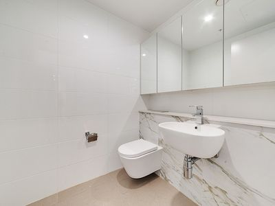 Photo for Modern 1 Bedroom Apartment - Close to CBD, Beaches and Local Cafe's, Shops.