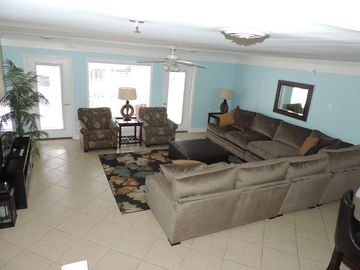4000 sq. ft. Luxury villa with all new high end appliances, pool, hot tub, grill