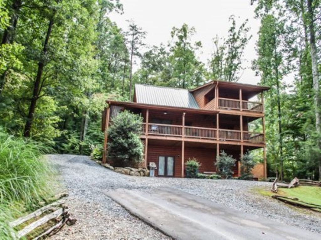 Up the creek 3br 3ba luxury log cabin with vrbo for Luxury pet friendly cabins in north georgia