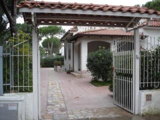 Photo for 3BR Villa Vacation Rental in Cellole, Campania