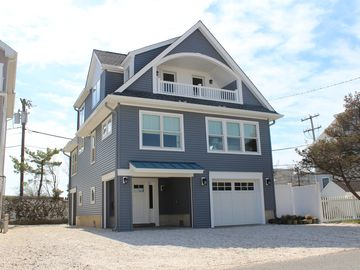 Beautiful Ortley Beach 4 bedroom home located near everything & family friend