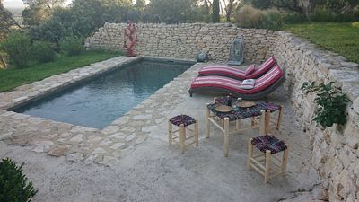 Photo for Charming cottage with pool between luberon and Alpilles