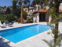 Great location nice surroundings and lovely villa.