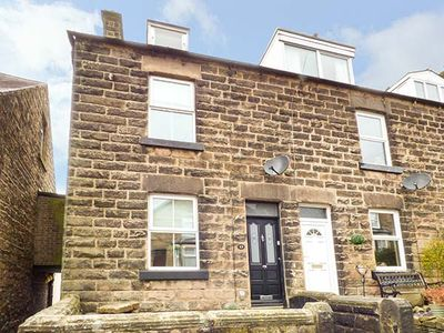 Photo for WILMOT COTTAGE, pet friendly, with open fire in Matlock, Ref 946538