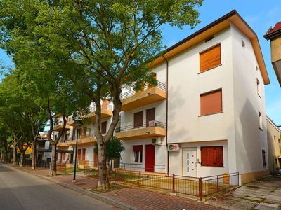 Photo for Apartment Ferienwohnung (LIG112) in Lignano Pineta - 5 persons, 2 bedrooms