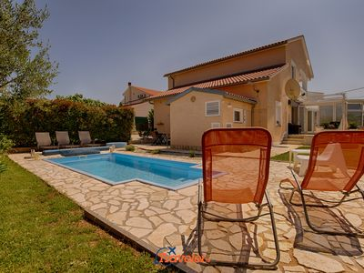 Photo for Villa with pool, jacuzzi, barbecue, large yard in a quiet location