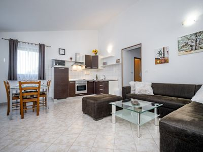 Photo for Apartment Martina in Umag/Bašanija - 5 persons, 2 bedrooms