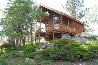 Lovely, one bedroom plus loft cabin that sleeps 4!