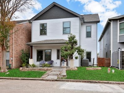 Photo for Beautiful family-friendly home w/enclosed yard, patio, garage-close to Galleria!