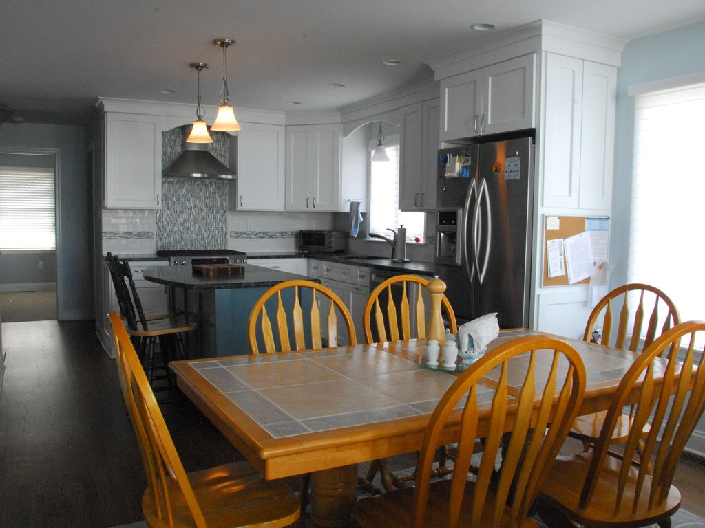 Dining area   table expands to seat 8   10. Avalon Townhouse with the Comforts of Home    VRBO