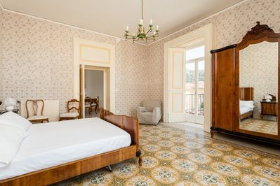 Double bedroom with view on Sorrento's bay and on main square, Piazza Tasso.