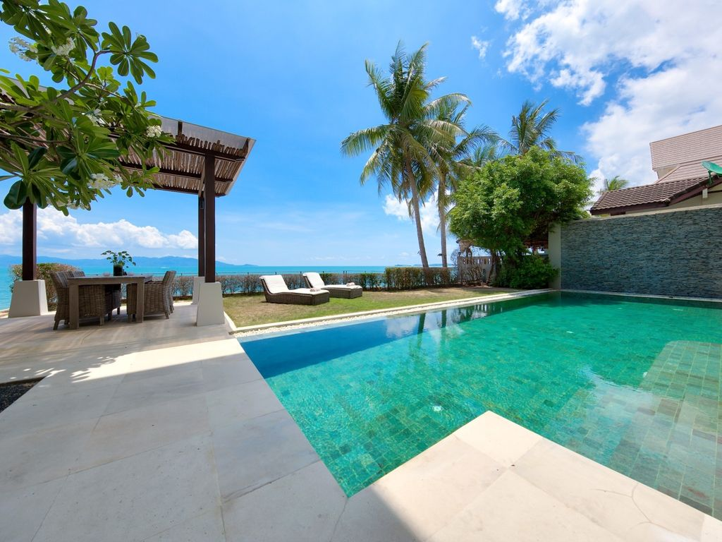 LUXURY BEACHFRONT VILLA