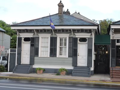 Photo for Sleeps 16, THREE BLOCKS TO BOURBON ST. AND FRENCH QUARTER ATTRACTIONS....