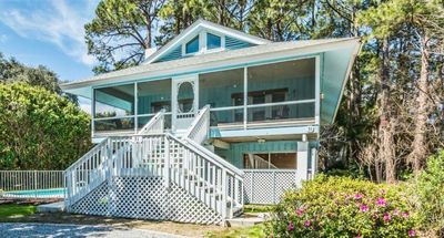 2nd Row Beach Cottage, Large Pool, Pet Friendly, Great Neighborhood