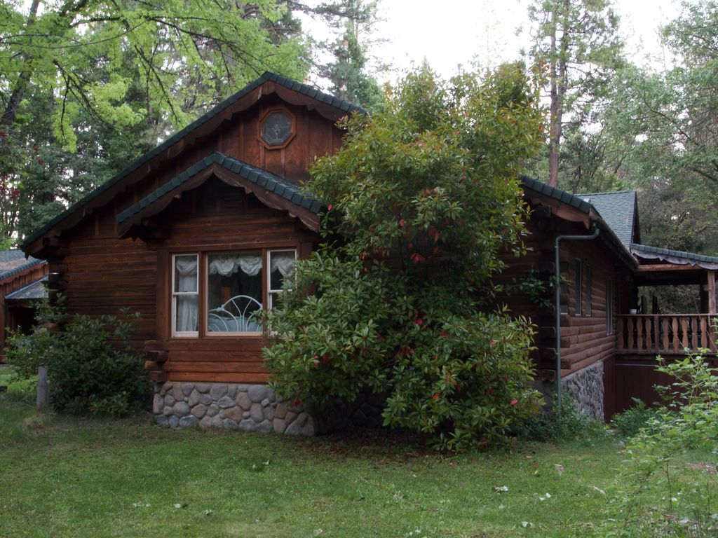Best log cabin in nevada city family and pet friendly for Cabin rentals in nevada