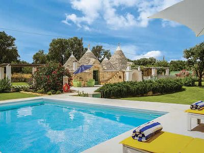 Photo for Traditional 3 bedroom villa, free Wi-Fi, outdoor dining, pizza oven & BBQ