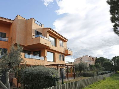 Photo for Cosy apartment with WIFI, pool, A/C, TV, washing machine, pets allowed and parking
