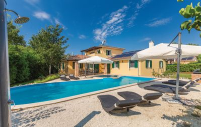 Photo for Quiet holiday house with large pool on the outskirts of Rezanci