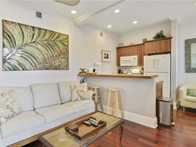 PARADISE PLACE - Cozy & Romantic, Pet Friendly Condo, Dipping Pool + Grill