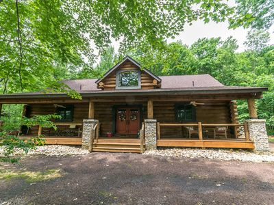 Charming log home with lots of community amenities!
