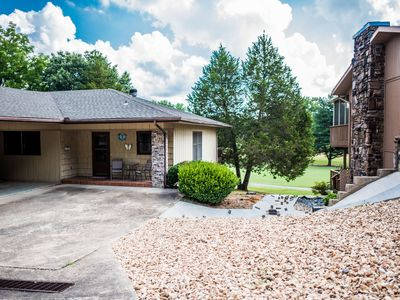 Photo for Cozy 2 bedroom sits right on the golf course by hole 1