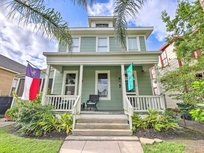 Historic Galveston Hideaway - Walk to the Beach!