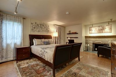 Spacious yet cosy bedroom, with fireplace!