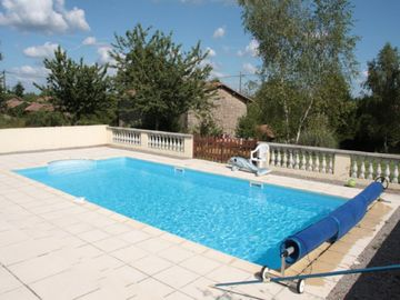 Stunning Detached Farmhouse with heated private pool and WiFi