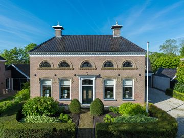Delightful house with three bedrooms, 3 bathrooms and a living area